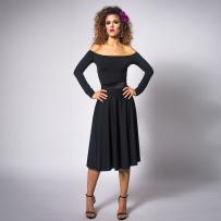 czarna-sukienka-bez-ramion-1