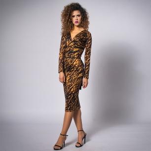ołówkowa-sukienka-w-panterkę-3