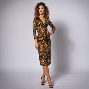 sukienka-kopertowa-w-panterkę